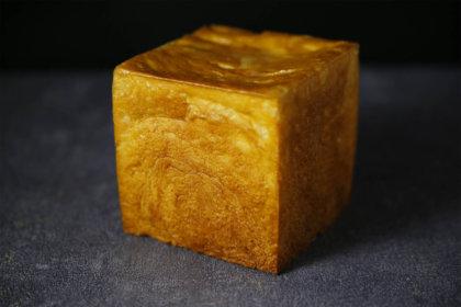 #クロワッサンな食パン◇テイクアウト食パン3月14日(木)発売◇先着で限定オリジナルマルシェバッグプレゼントも<br><br>/colors