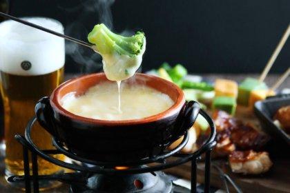 """心地良いビールの苦味がチーズとの相性抜群!「東京ビアホール&ビアテラス14」のチーズ×ビールを味わう""""大人のチーズフォンデュ""""が、期間限定で登場!<br><br>/東京ビアホール + ビアテラス14"""