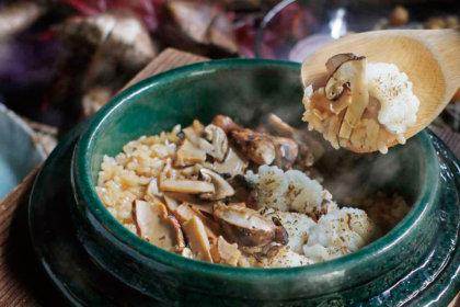 """""""松茸と鱧の炙り""""で贅沢に。秋色の釜飯を召し上がれ!<br><br>/黒十 神戸本店"""