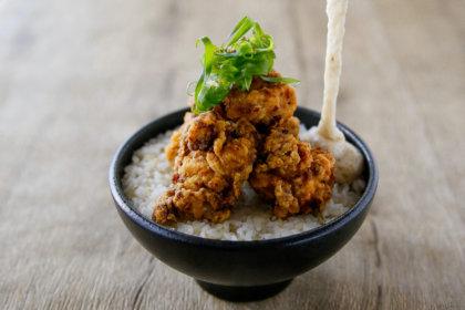 自然薯と唐揚げの出会い、いよいよ大阪でも。「自然薯とろろ丼専門店 黒十ヤ(コクトウヤ)」梅田・EST FOODHALLに10月1日(木)オープン! テイクアウトも。