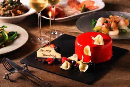"""特別な日は""""真紅のミラーケーキ""""でお祝い。恵比寿『TOOTH TOOTH TOKYO』予約限定アニバーサリープラン、11/19(木)提供スタート<br><br>/TOOTH TOOTH TOKYO"""