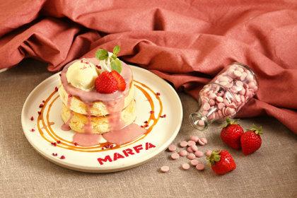 横浜モアーズ3F『MARFA CAFE』から、期間限定「ルビーチョコパンケーキ」と2種の季節限定ドリンクが3/15より登場!