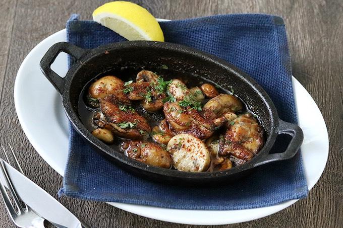 燻製牡蠣とマッシュルーム、スモークナッツのオイルフォンデュ