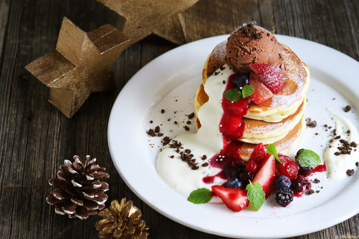 3種ベリーのトリプルクリスマスパンケーキ