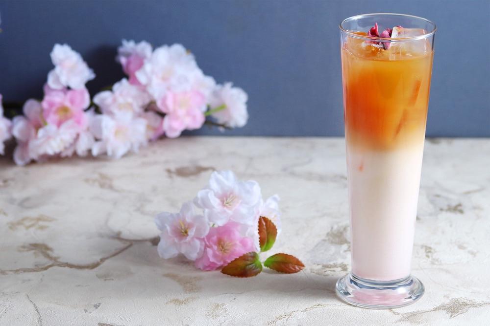 桜のアイスミルクティー