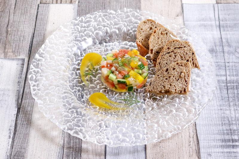 サーモンステーキ 夏野菜のマリネとレモンバターソース