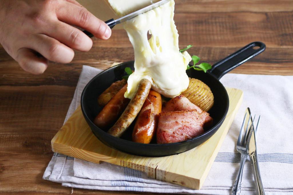 肉盛りプレート ー鶏もも肉、ベーコン、ソーセージ3種ー