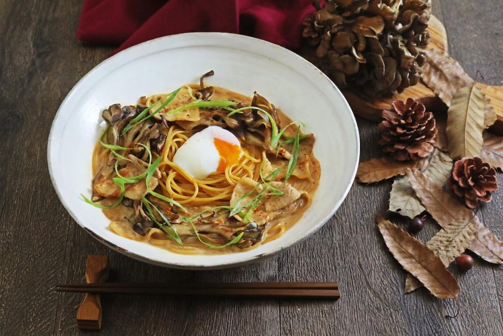 舞茸と豚肉の八丁味噌カルボ