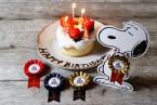 スヌーピーの台座付き!「PEANUTS Cafe 中目黒」で人気の「Happy Birthday!!!プラン」のロゼットが新しくなって新登場!
